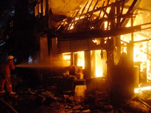 kebakaran pasar loak surabaya