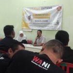 Komunitas WANI Mbangun Kampung ikut menggali informasi anak berusia kurang dari 18 tahun yang putus sekolah namun memiliki semangat meneruskan jenjang pendidikan. anggota komunitas ini masuk dan keluar perkampungan di Surabaya.
