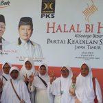 Diantara sebagian kecil Relawan Reni (WaNi) yang ikut menghadiri halal bihalal berfoto bersama dengan Reni Astuti, S.Si usai acara.