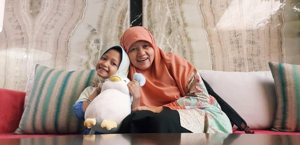 Reni Astuti bersama dengan Asma (Anak ke-5)
