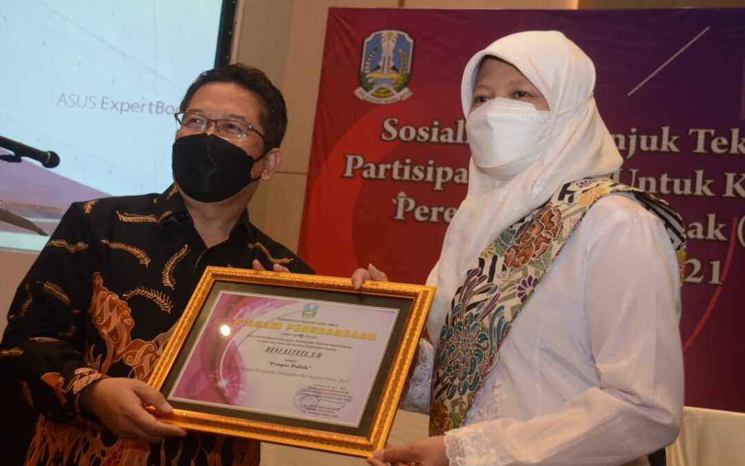 Reni Astuti Raih Penghargaan Kartini Pelopor Politik Jawa Timur