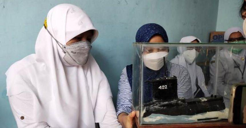 Melayat ke Rumah Duka di Surabaya, Reni Astuti Sebut 53 Awak Nanggala 402 adalah Patriot dan Pahlawan Bangsa